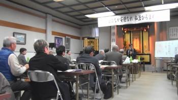 抗議の中間班別座談会では受講者から「お線香はどうして立ててはいけないのか?」「お仏壇の扉は何時開け閉めするのか?」 などの素朴な質問が出た後、山雄講師は丁寧に解説されました。